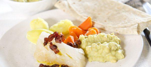 lutefisk-med-bacon-og-ertestuing-og-buer-lomper